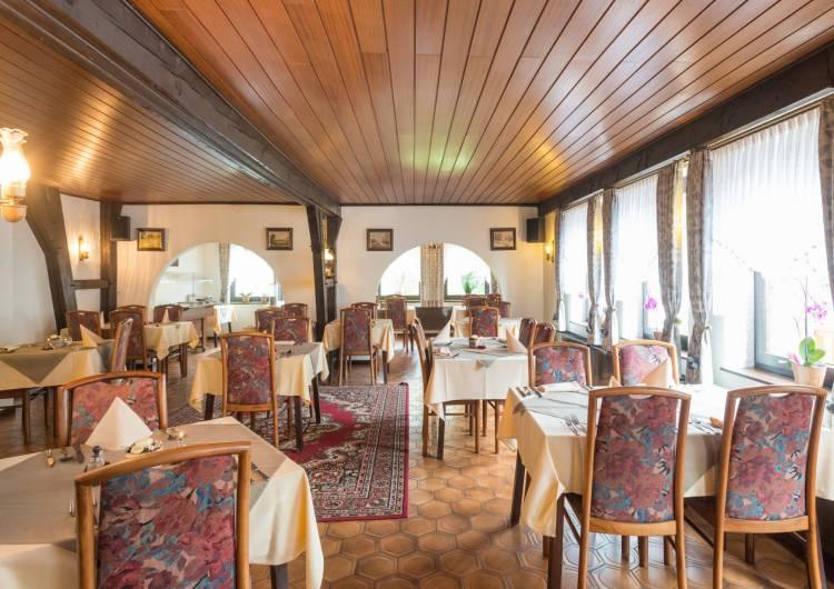 hotel burghof burg reuland 14 c d.ketz eastbelgium.com