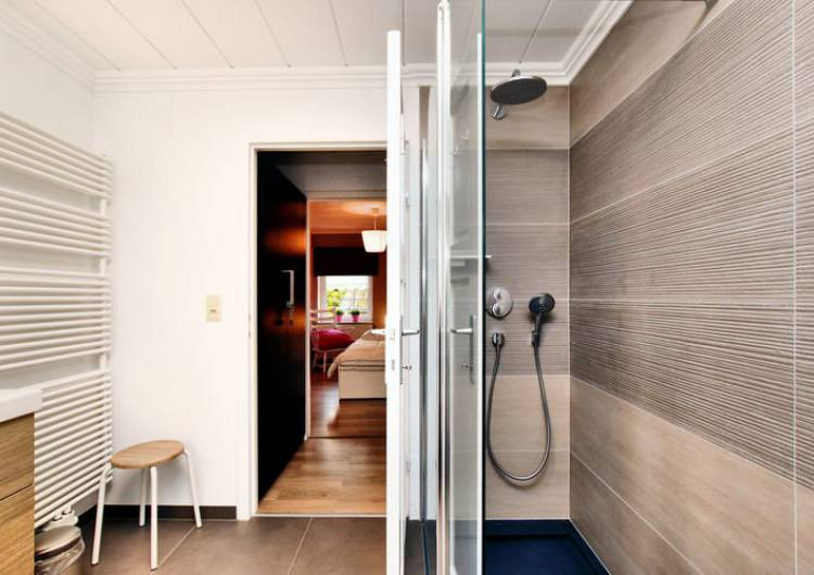2 boven badkamer 1