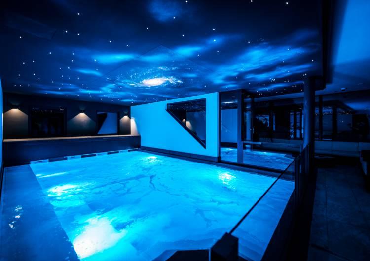 schwimmbad blau