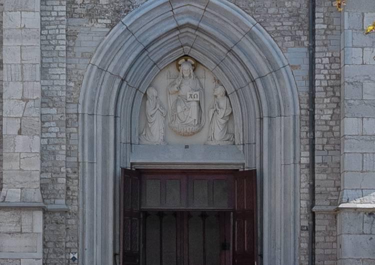 eupen st joseph kirche eingangsportal 11 c christian charlier ostbelgien.eu