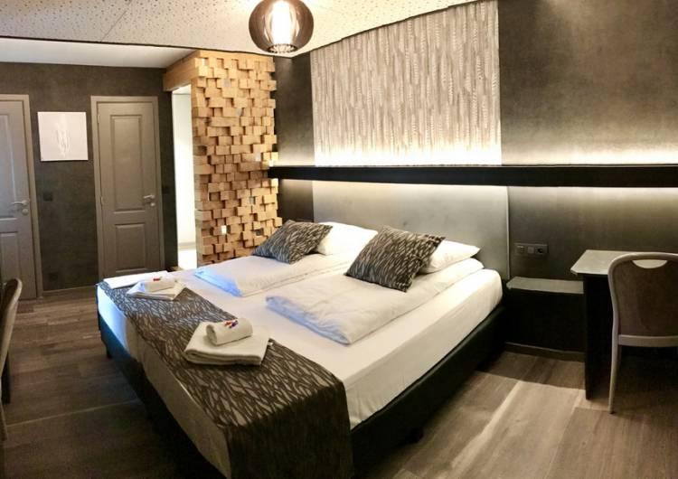 waimes hotel restaurant le cyrano 08 c chambre de l hotel cyrano